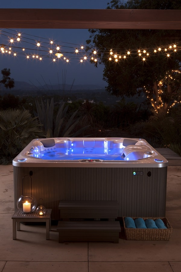 saline hot tubs feature