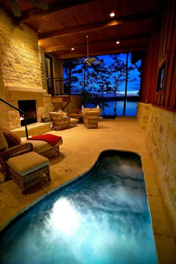 Beautiful enclosed hot tub with great design and decoration Jacuzzi tub in master bedroom