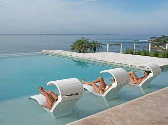 7 Affordable Swimming Pool Furniture That Is Good For You