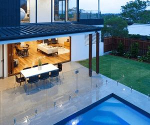 glass pool fence feature