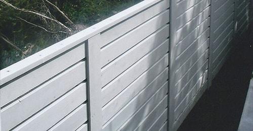 horizontal vinyl fence