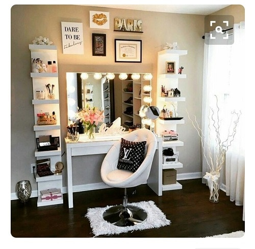 Bedroom Vanity Set With Lighted Mirror