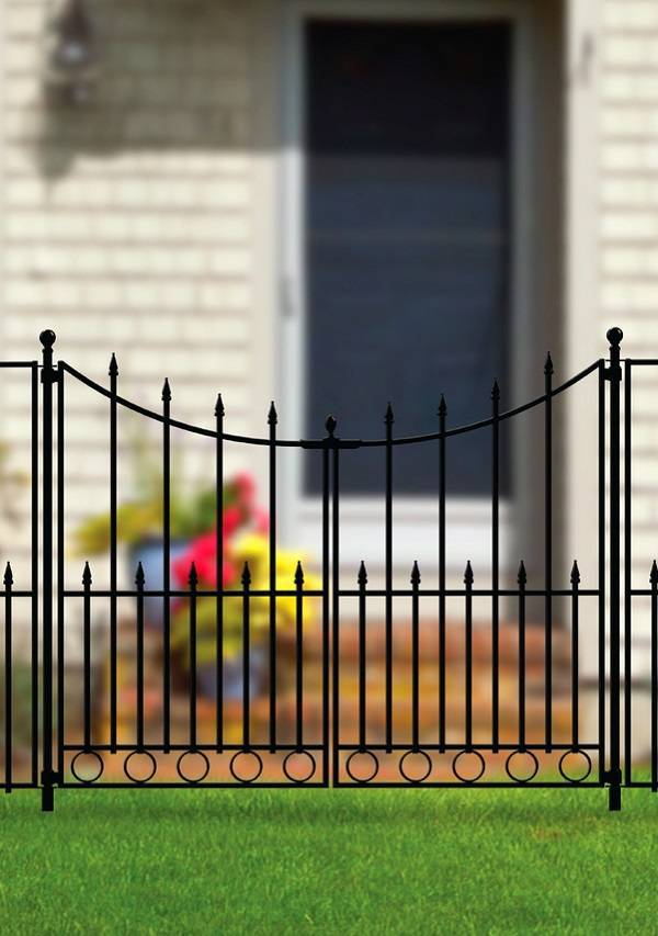 aluminum fence gate feature