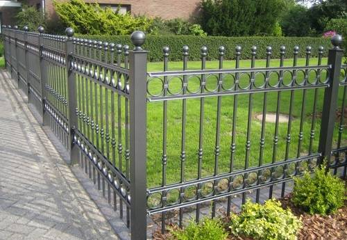 15 Classy and Gorgeous Ornamental Aluminum Fence Ideas