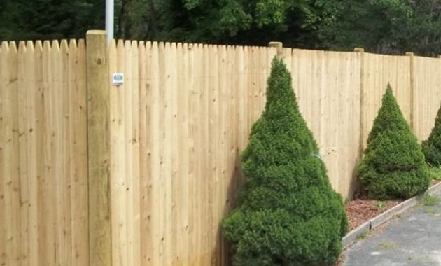 semi private fence feature