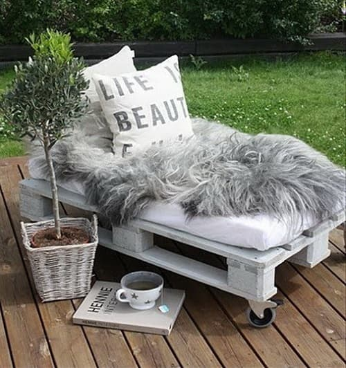 20 Gorgeous Wood Pallet Lounge Chair Ideas For Your Patio