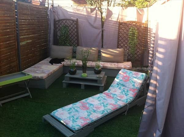 wood pallet lounger ideas feature-min