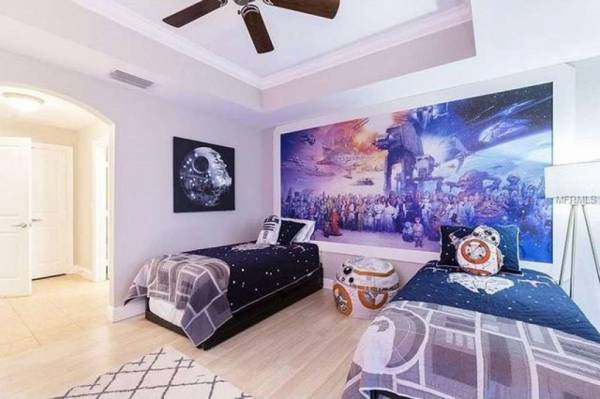 6 tips to create inexpensive and fun star wars themed bedroom. Black Bedroom Furniture Sets. Home Design Ideas