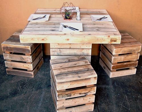 17 awesome diy wood pallet dining table set ideas for Kitchen set bekas