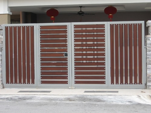 25 Naturally Stunning Wooden Driveway Gate Design Ideas