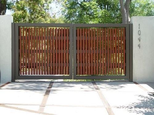 Naturally stunning wooden driveway gate design ideas