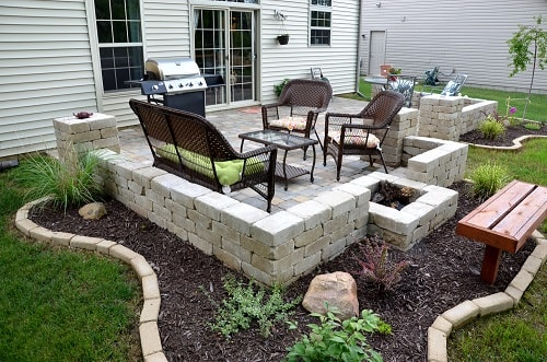 cinder blocks decorating ideas-min