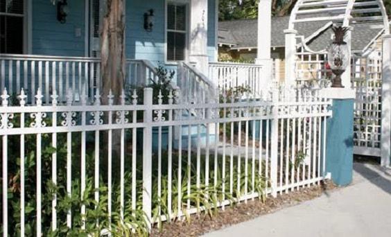 white aluminum fence ideas 21-min