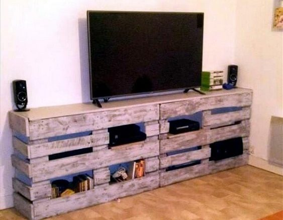 diy wood pallet tv console 21-min