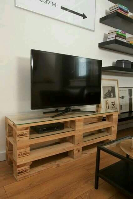 diy wood pallet tv console 9-min