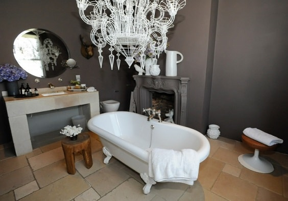 gothic bathroom decor 1-min