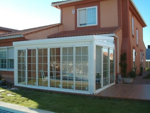 small patio with wall glass ideas 22