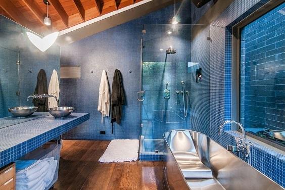 Blue Bathroom 14-min