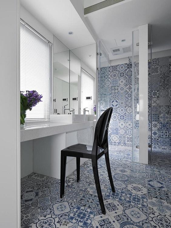Blue Bathroom 20-min