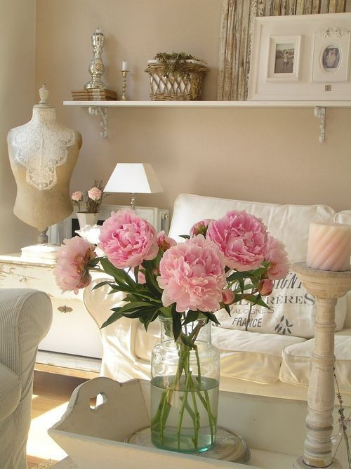 shabby chic living room 2-min