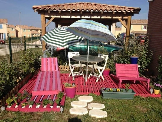 DIY Pallet Patio Terrace 1-min