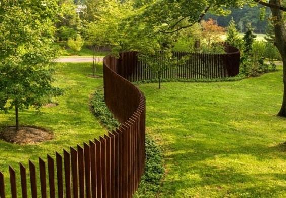 pallet garden fence 10-min