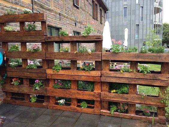 pallet garden fence 14-min