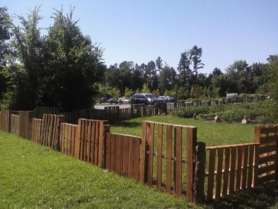 pallet garden fence 17-min