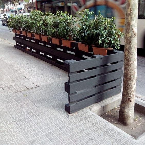 pallet garden fence 2-min