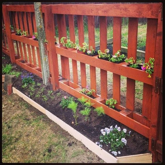 pallet garden fence 24-min