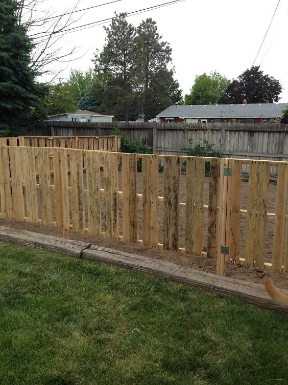 pallet garden fence 27-min