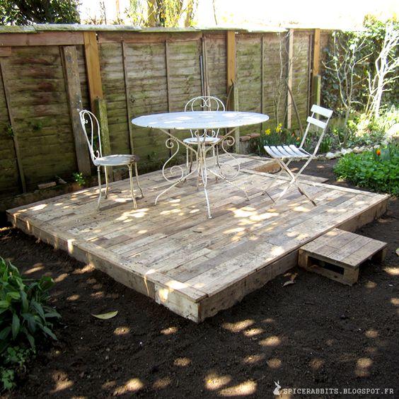 pallet garden fence 3-min