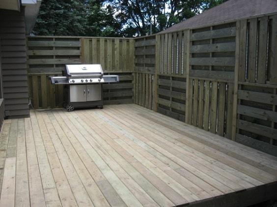 pallet garden fence 7-min