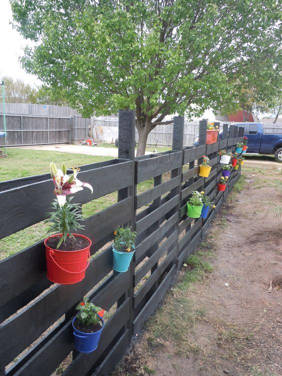pallet garden fence 9-min
