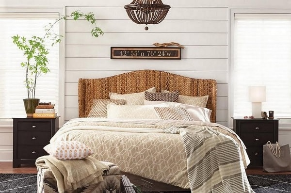 farmhouse bedroom decor feature-min