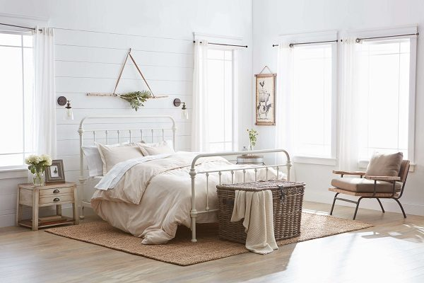 farmstyle bedroom feature