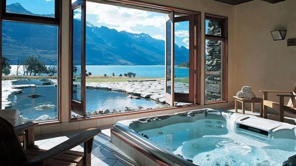 hot tub room decor feature