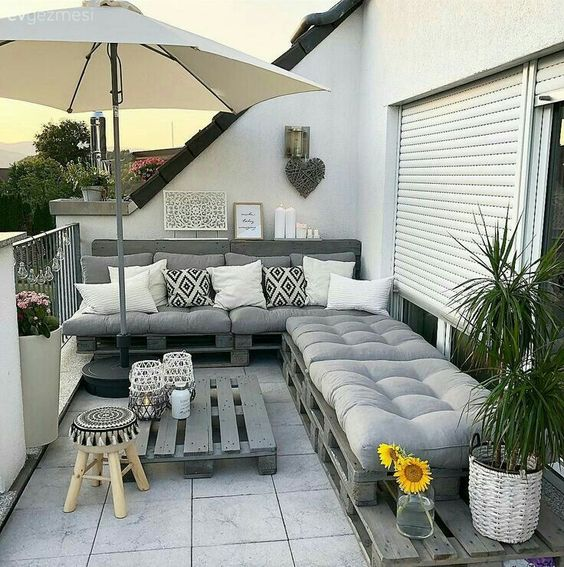 25+ Exhilaratingly Beautiful Outdoor Living Room Ideas On ... on Outdoor Living Space Ideas On A Budget id=38660