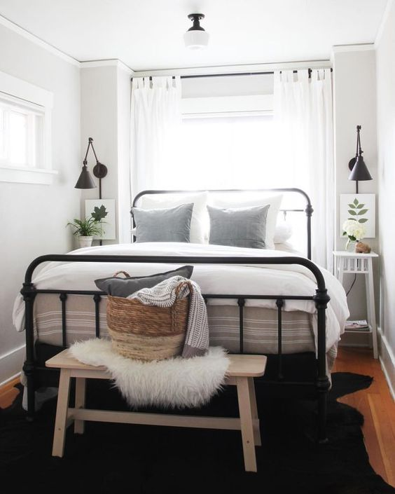Small Guest Bedroom 14-min