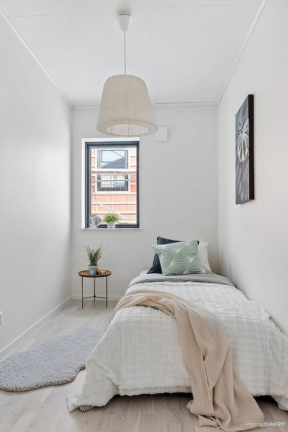 Small Guest Bedroom 7-min