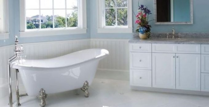 transitional bathroom feature