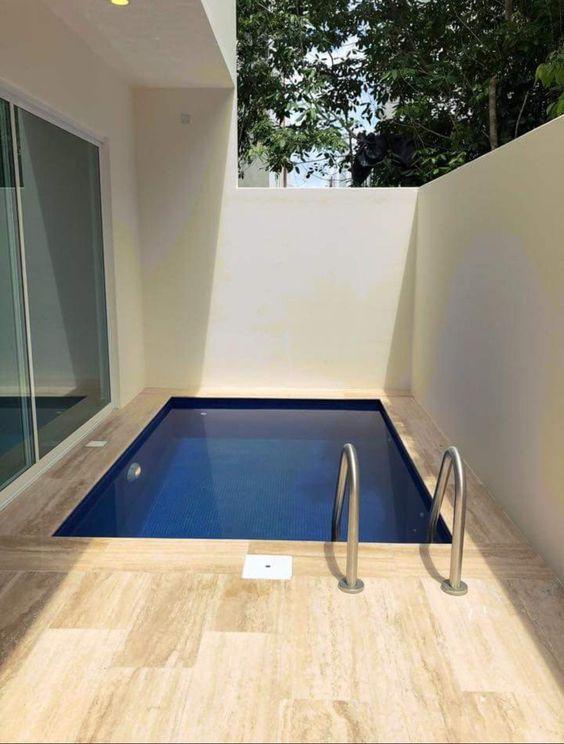 Small Swimming Pool: Sleek Rectangular Pool