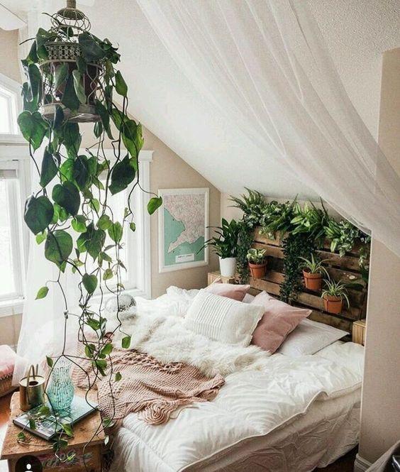 Bedroom Plants Ideas: Cozy Attic Bedroom