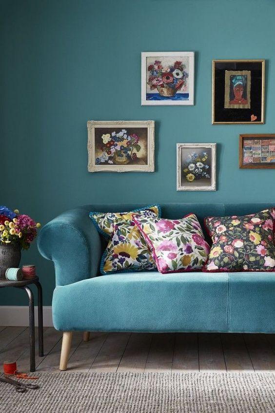 Blue Living Rooms: Pretty Floral Decor