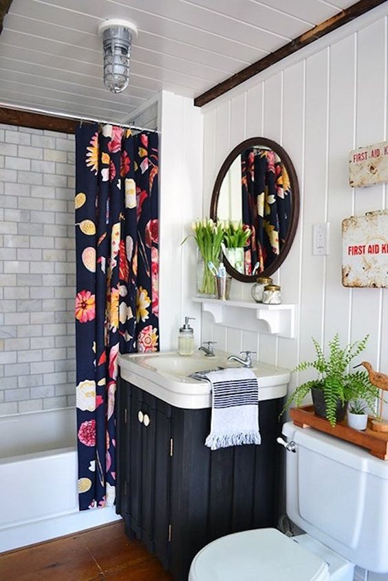 Boho Bathroom Ideas: Festive Monochrome Nuance