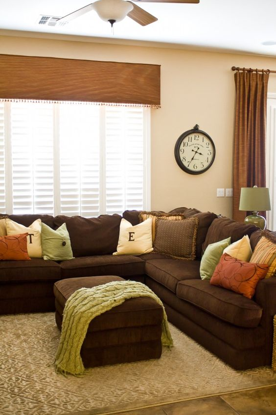 Brown Living Room Ideas: Catchy Simple Decor