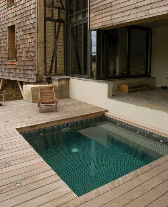 Built In Hot Tub: Cozy Modern Deck