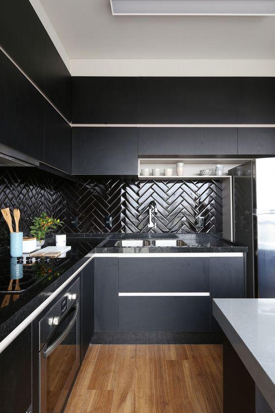 Dark Kitchen Ideas: Decorative Bold Decor
