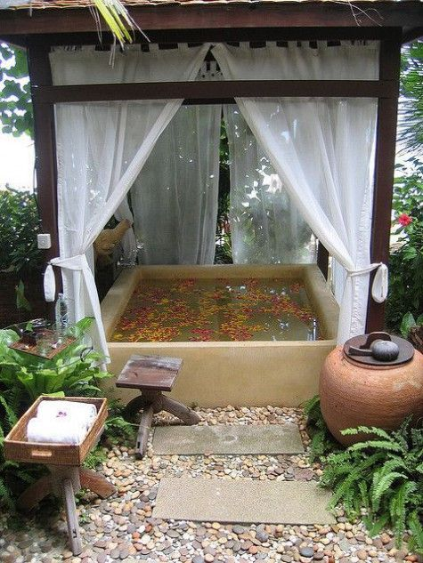 Hot Tub Privacy: Lovely Cozy Shade