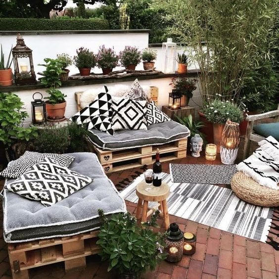 Patio Decor Ideas: Festively Creative Decor